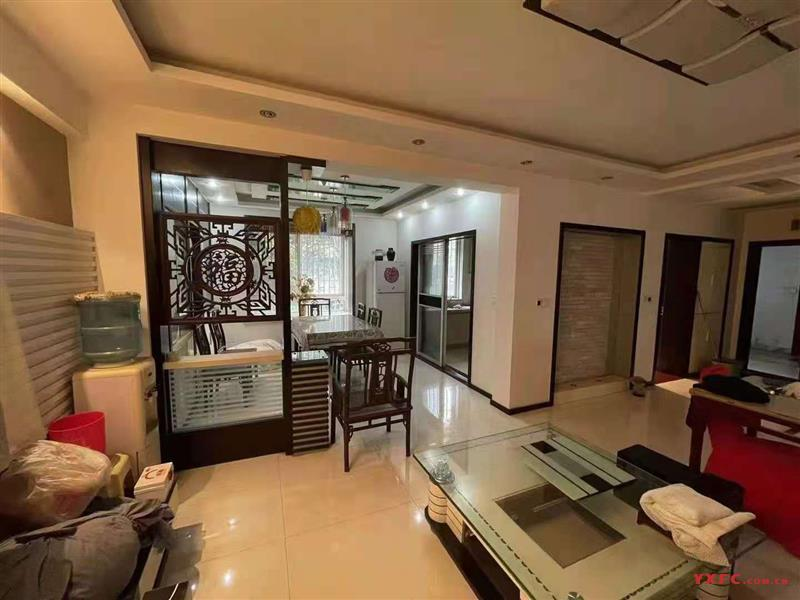 蓝天小区一期绝佳位置,1.5楼,134平,三室两厅一卫,赠送两个阳台,实际150