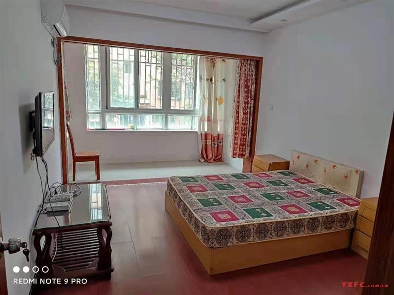 东郊花园二期简装2房/2厅/1卫朝南好房2000元/月