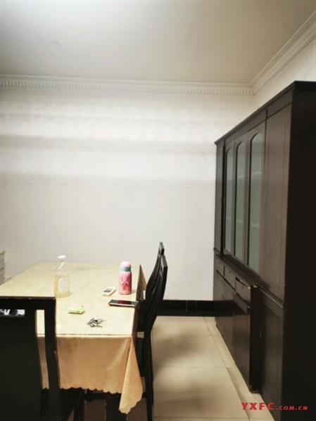 新城公寓简装2房/2厅/1卫朝南好房1900元/月